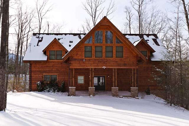 Avery 39 S Hideaway Gatlinburg Chalets Cabin Rentals Tennessee
